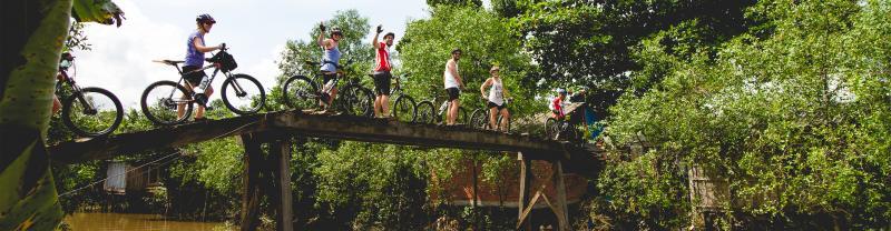 bridge_cyclists_pax_banner