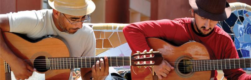 spain_barcelona_playing_guitar