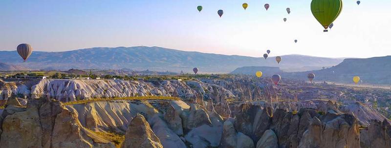 Turkey, Cappadocia, view with hot air balloons