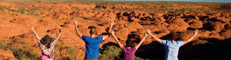 Travellers standing together at Kings Canyon
