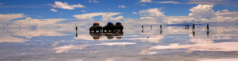 4WD's in the middle of the Uyuni Salt Flats in Bolivia