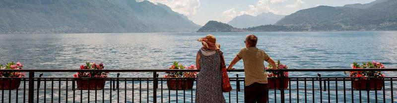 Two travellers look out over lake Como in Italy