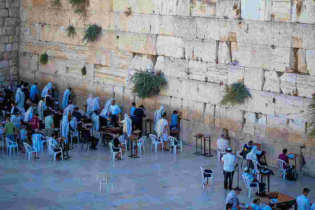 groups of people praying at the wailing wall jerusalem israel