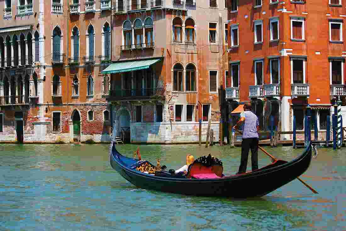 how to book a gondola ride in venice