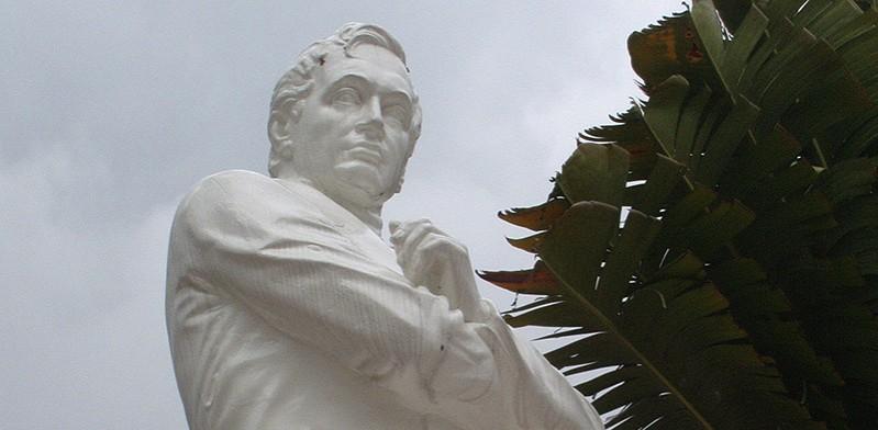 Sir Stamford Raffles statue in Singapore