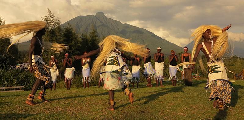 DEC2013_rwanda-dancing