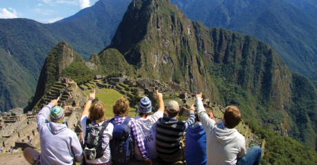 peru_machu-picchu_admiring-the-view