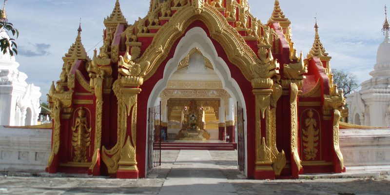 The golden pagoda of Kuthodaw. Image - Sarah Depper, Flickr