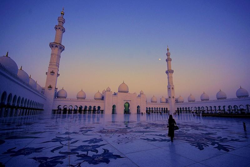 uae_abu-dhabi_Sheik-Zayed-Grand-Mosque-By-Alister-Munro