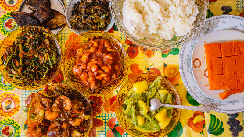 Aerial view of Sri Lankan rice, curries and condiments