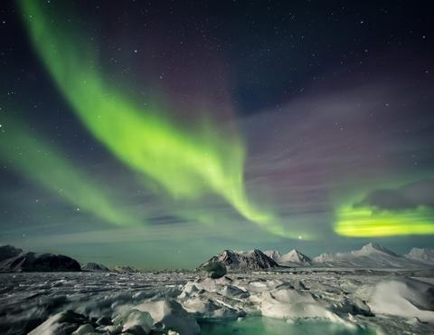 Arctic Express Greenland S Northern Lights Fly North Fly South Ocean Nova 2016 2017